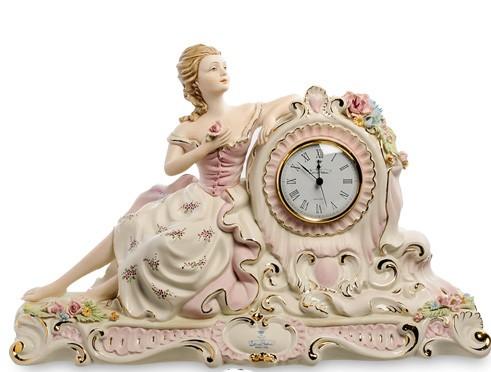 Часы «Дама с цветком»