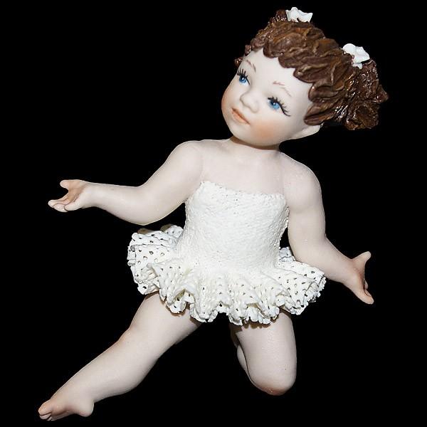 Фарфоровая кукла «Маленькая балерина в танце»