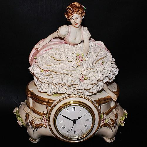 Часы «Девушка с цветами»