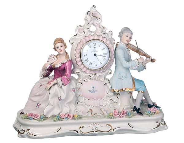 Фарфоровые часы «Влюбленная пара»