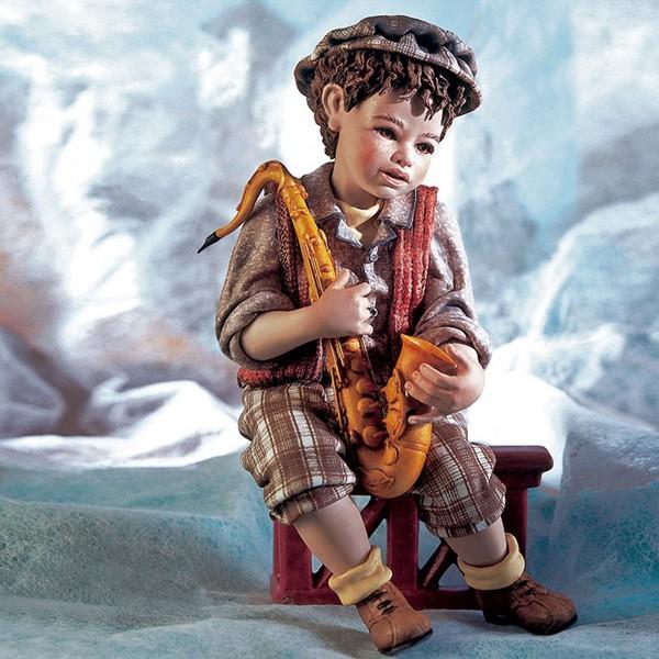 Фарфоровая кукла «Юный саксофонист»