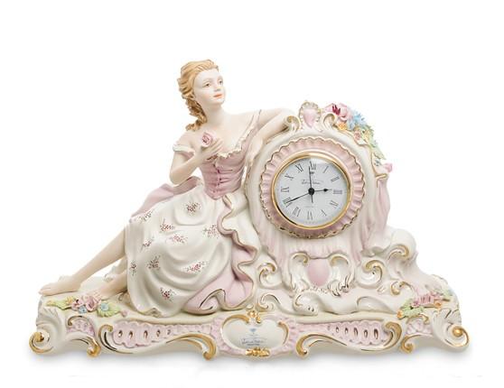 Фарфоровые часы «Девушка с цветами»